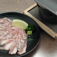 白金豚豚トロ陶板焼き700円